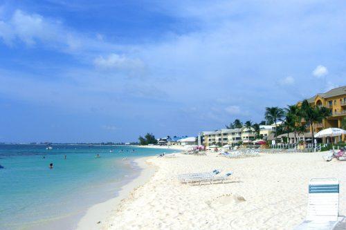 Resorts_on_Seven_Mile_Beach,_Grand_Cayman